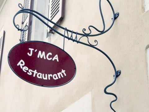 Enseigne-en-fer-forgé,-panneau-avec-lettrage-peint,-Restaurant-J'MCA-89