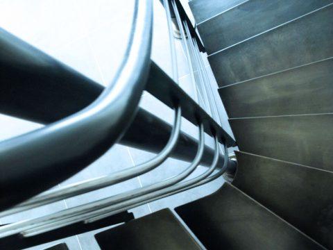 Escalier-marches-métal