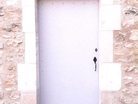 Porte-en-chêne-massif-veillie,-avec-clenche-à-l'ancienne)