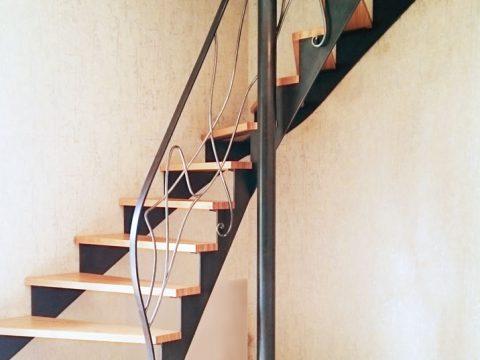 escalier-à-double-quart-tournanmarches-en-lamellé-collé-de-JHêtre-BauBuche-rampe-en-fer-forgét