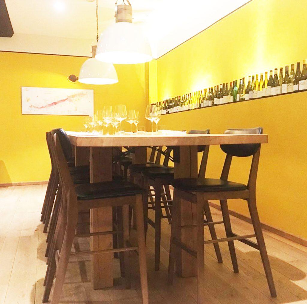 mange-debout-en-chêne-massif,-4m,20-de-longueur,-14-places,-Restaurant-Le-Soufflot-Meursault